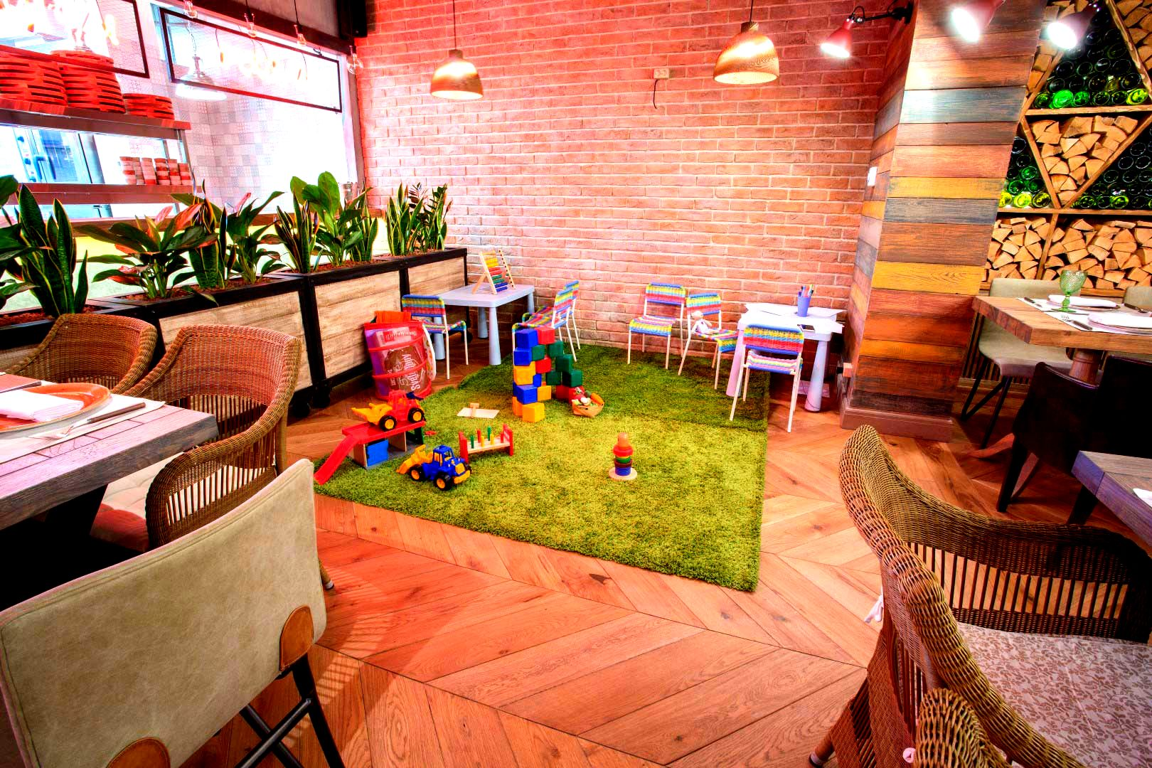 детский уголок в кафе фото